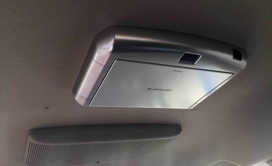 トヨタ70系ヴォクシーへカロッツェリアTVM-FW1020-Sフリップダウンモニターを取り付け