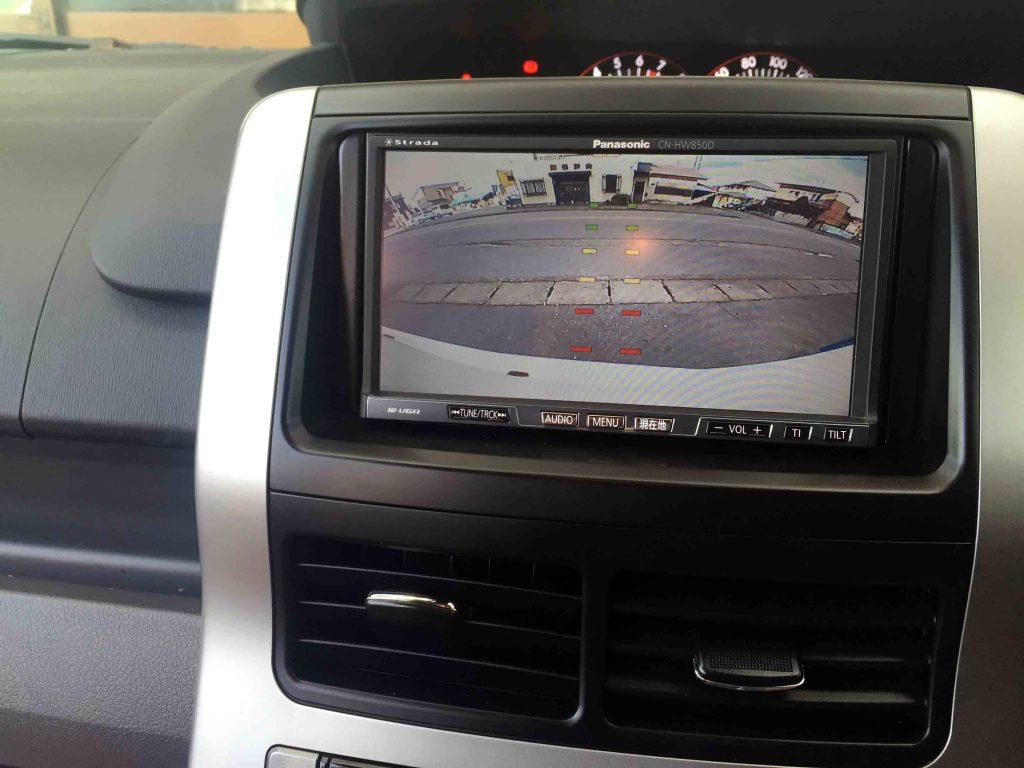 トヨタ70系ヴォクシーへ取り付けたバックカメラ映像