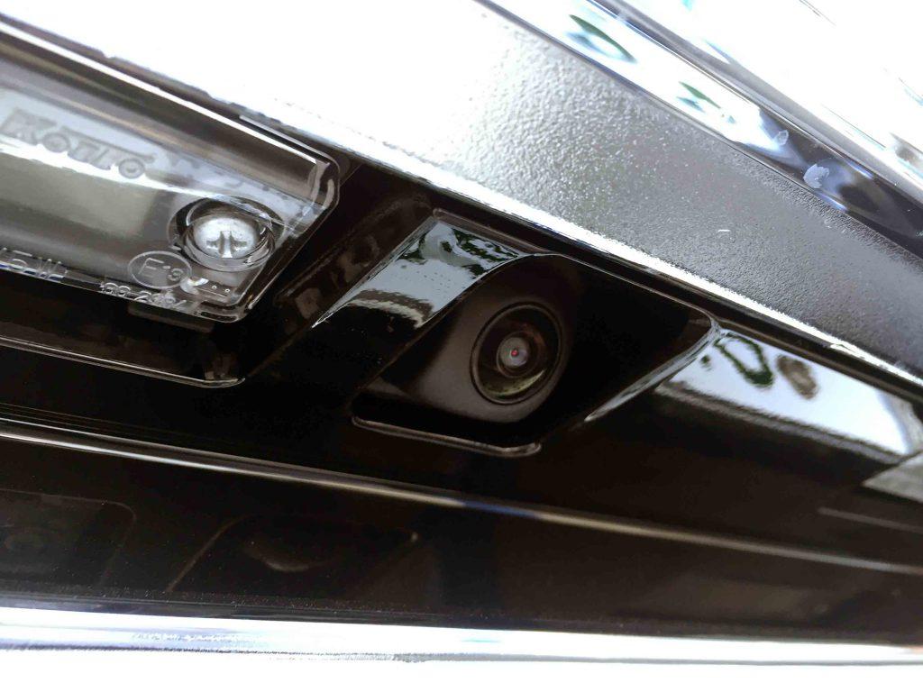 トヨタ150系プラドに埋め込み取り付けしたケンウッドCMOS-320バックカメラ