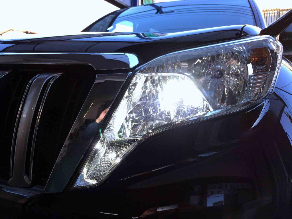 トヨタ150系プラドのヘッドランプを3000ルーメンLEDヘッドライトバルブへ交換致しました