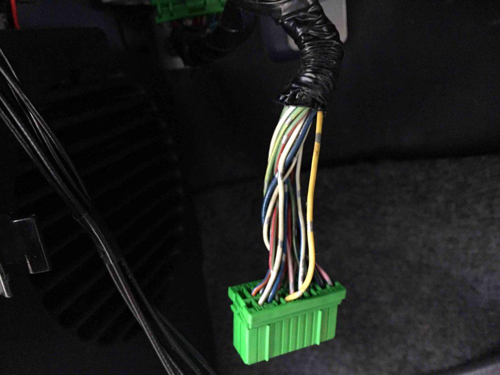 スズキJA22WのECUユニットから車速配線を分岐しナビ配線と接続します