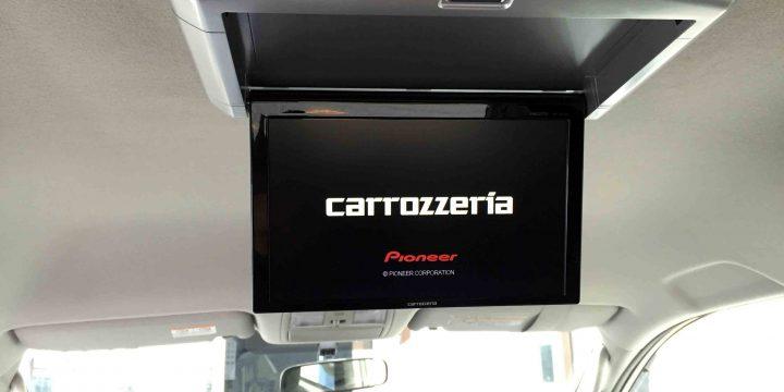 トヨタ70系ヴォクシーへ取り付けたフリップダウンモニター映像