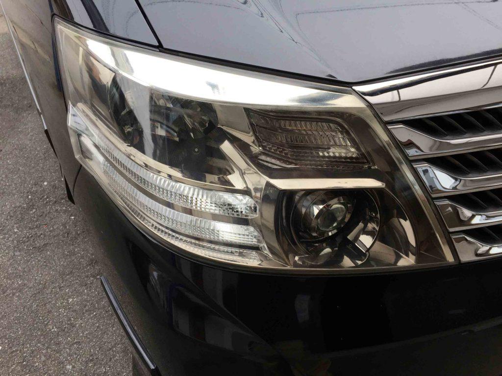 トヨタアルファードのヘッドライトの黄ばみ(運転席側)