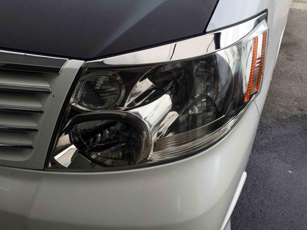 トヨタ10系アルファードのヘッドライトレンズリフレッシュ後の助手席側