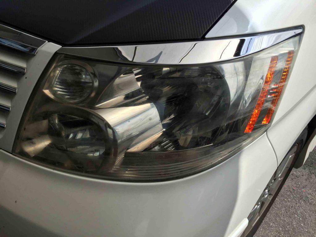 トヨタ10系アルファードの劣化やコーティングの剥がれが発生しているヘッドライト
