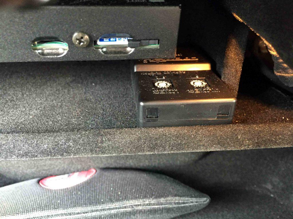 クライスラー300へ取り付けたロック音ユニット