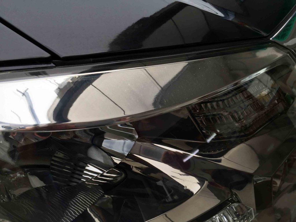 トヨタアルファードのヘッドライトレンズリフレッシュ後は内部メッキ部分も綺麗に見えます(運転席側)