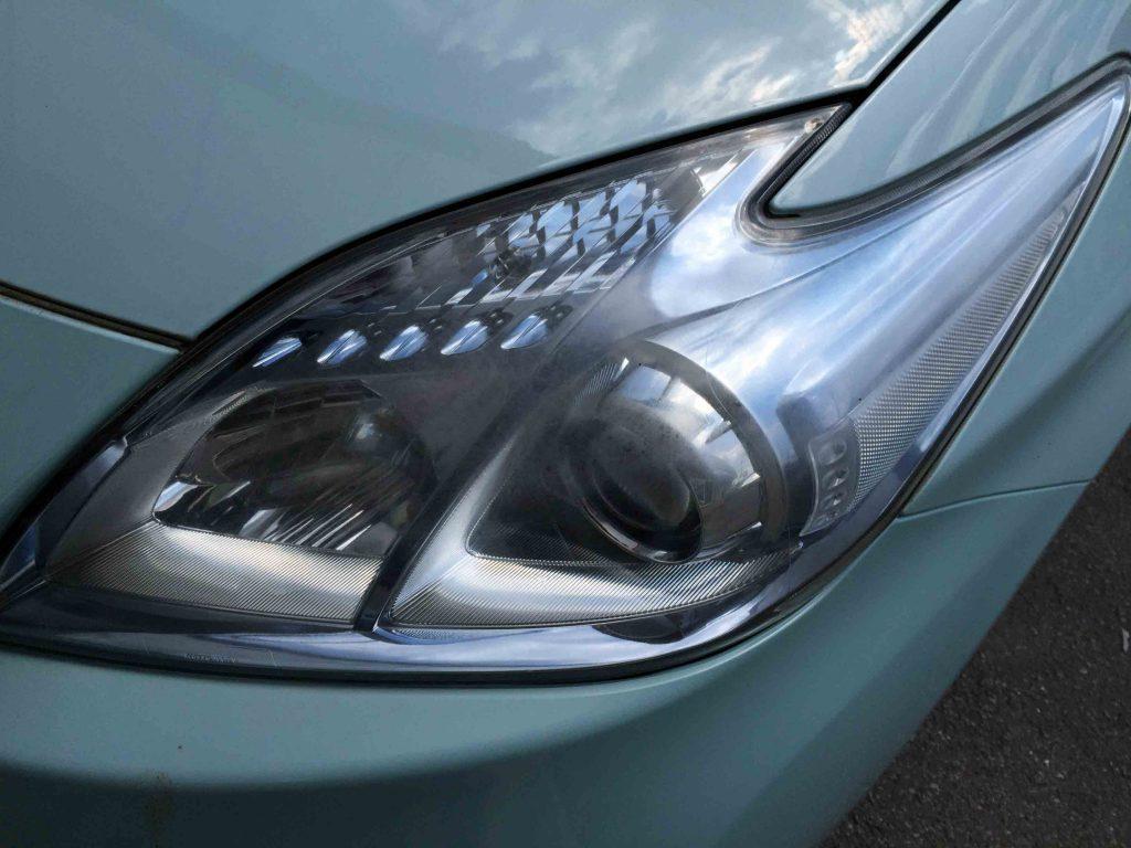 トヨタプリウスの劣化したヘッドライト