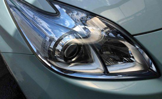 トヨタプリウスのヘッドライトリフレッシュ後(運転席側)