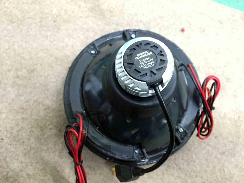 ダイハツミゼット2のヘッドライトへH4-LEDバルブをセットします
