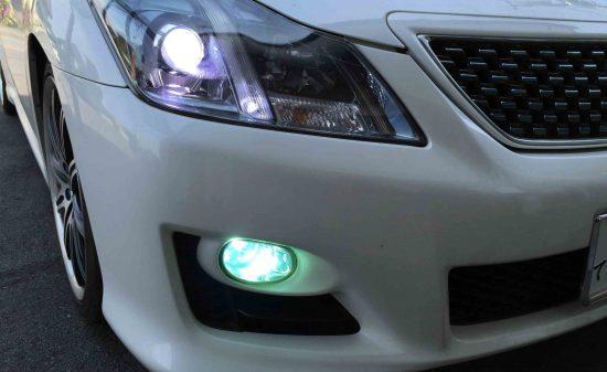 トヨタ200系クラウンのフォグランプHID点灯時