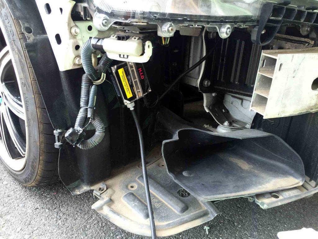 トヨタ200系クラウンへ取り付けたフォグランプ用バラスト