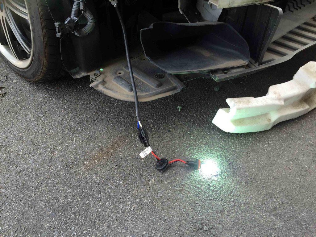 トヨタ200系クラウンのフォグランプHIDバーナーの点灯チェック