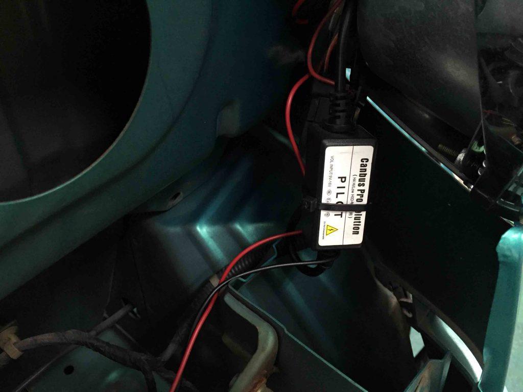 ダイハツミゼット2のハイビームインジゲータ不点灯防止アダプターを取り付けます