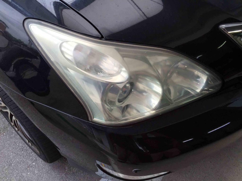 トヨタ30系ハリアーのヘッドライトレンズの劣化で全体にくすんだ状態になっています