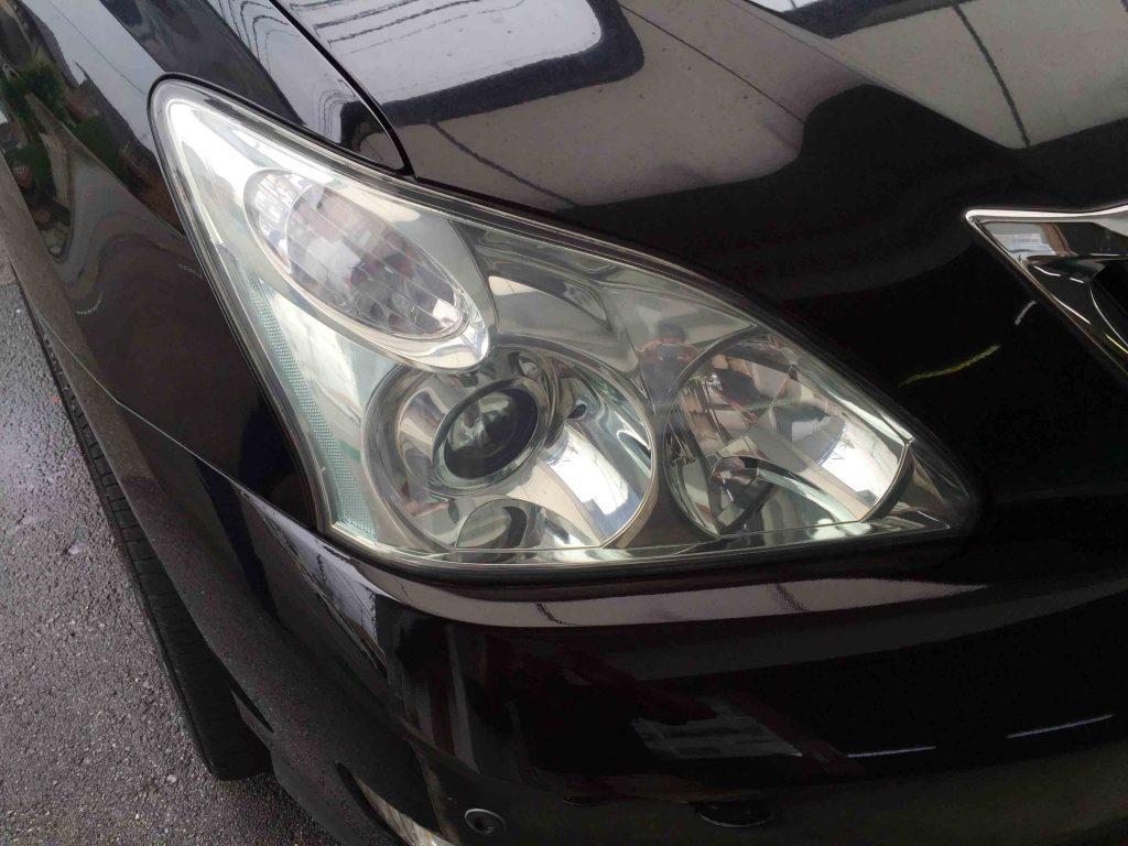 トヨタ30系ハリアーのヘッドライトレンズの黄ばみを除去後にコーティングを施工します