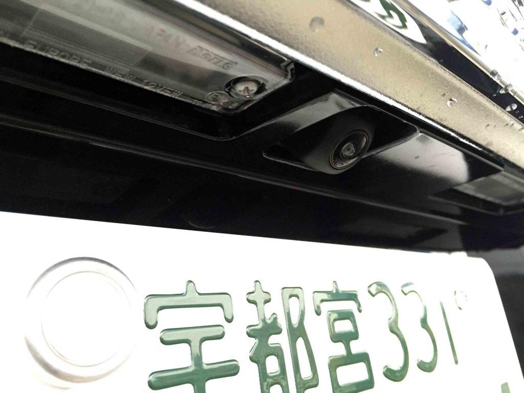トヨタ150系ランドクルーザープラドへ埋め込み加工し取り付けたバックカメラ