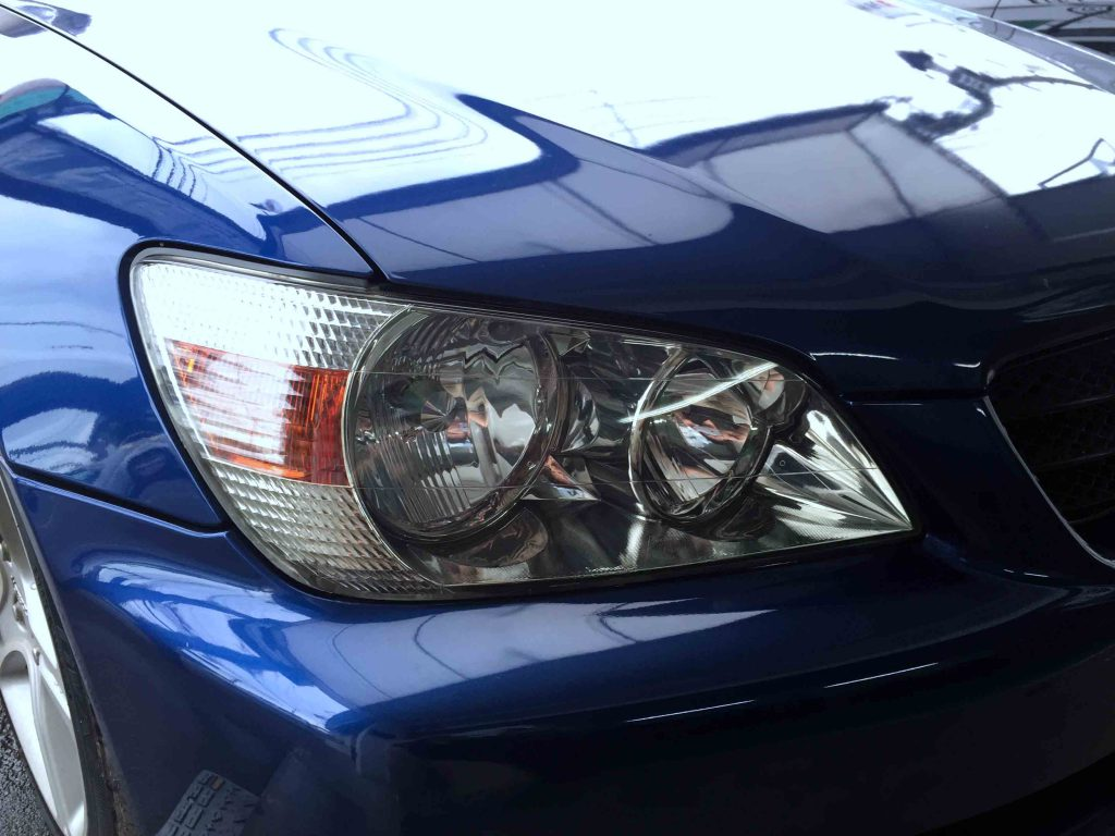 トヨタアルテッツアジータの劣化し黄ばんだヘッドライトレンズをリフレッシュし最後にコーテイング施工して完了です