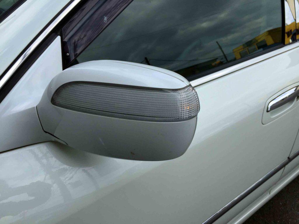 日産F50シーマのドアミラー部分もウインカーポジション連動です