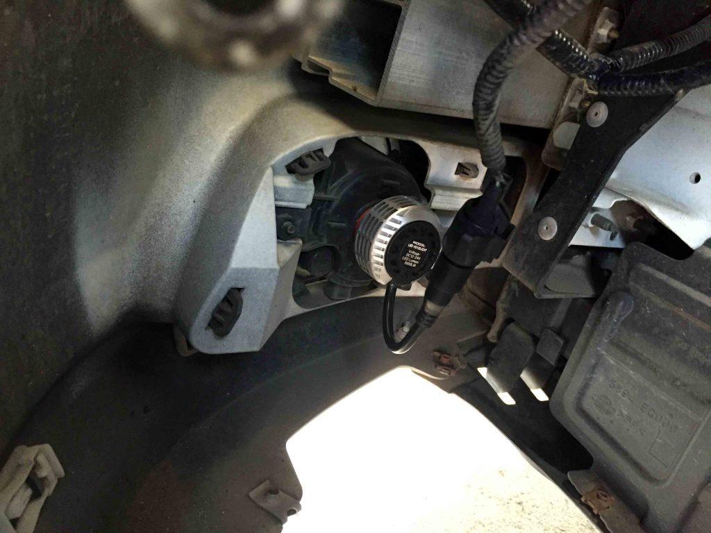 日産Y50フーガのフォグランプへ3000ルーメンシリーズLEDバルブを取り付けました。