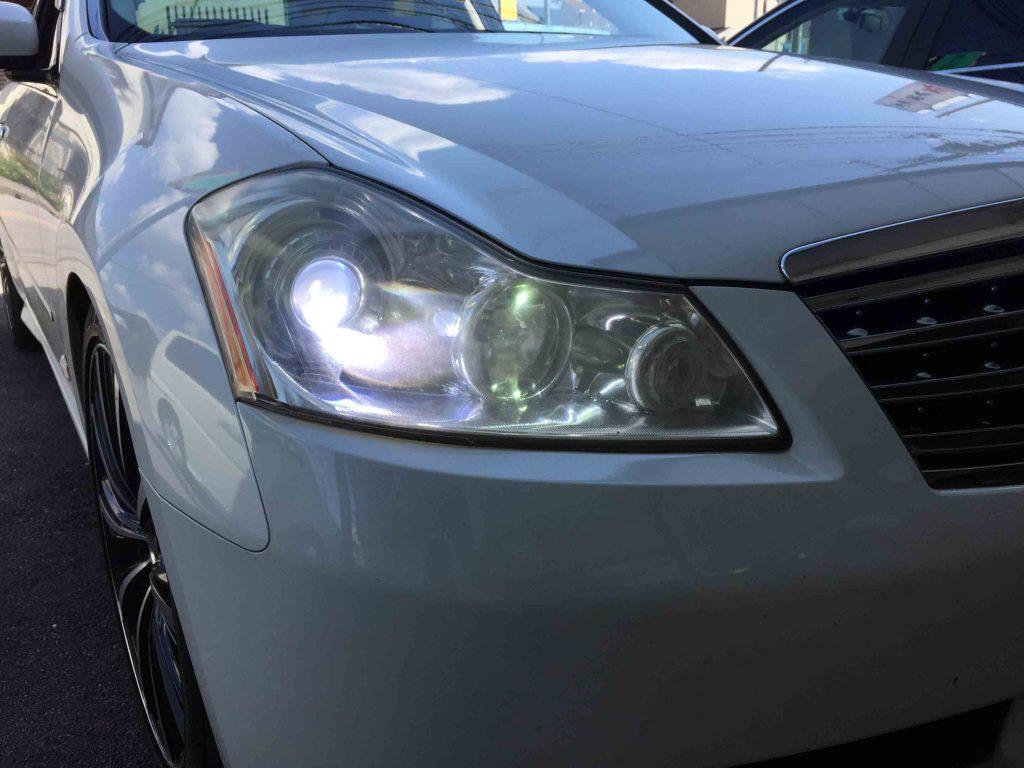 日産Y50フーガのヘッドライトをHID化し夜間の視認性や明るさが大幅にアップ。