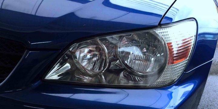 トヨタアルテッツアジータのヘッドライトレンズクリーニング後内部もはっきりと見える様になりました