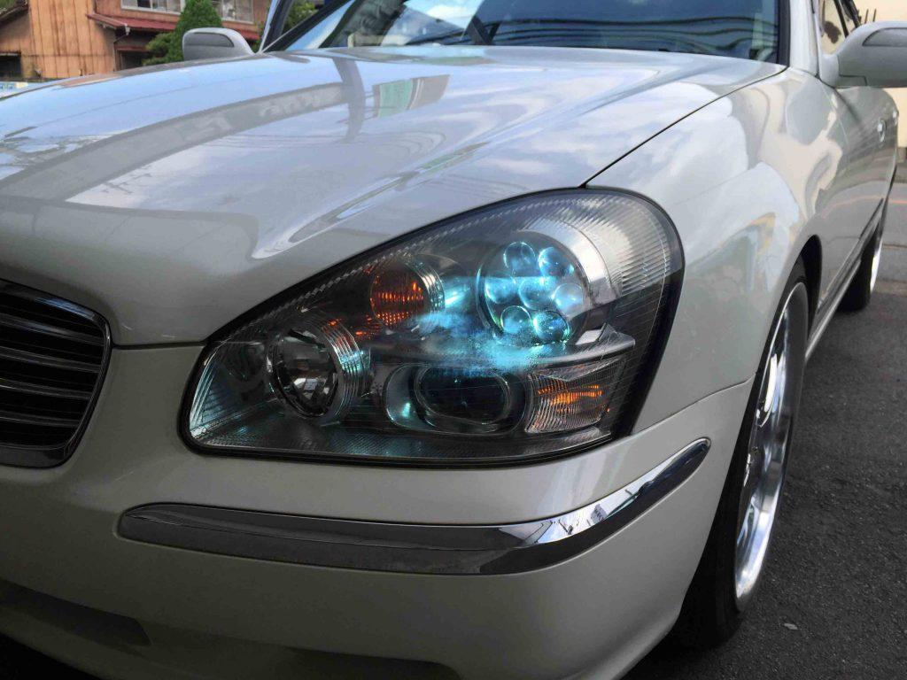 日産F50シーマのヘッドライトバーナー交換後とウインカーポジション点灯
