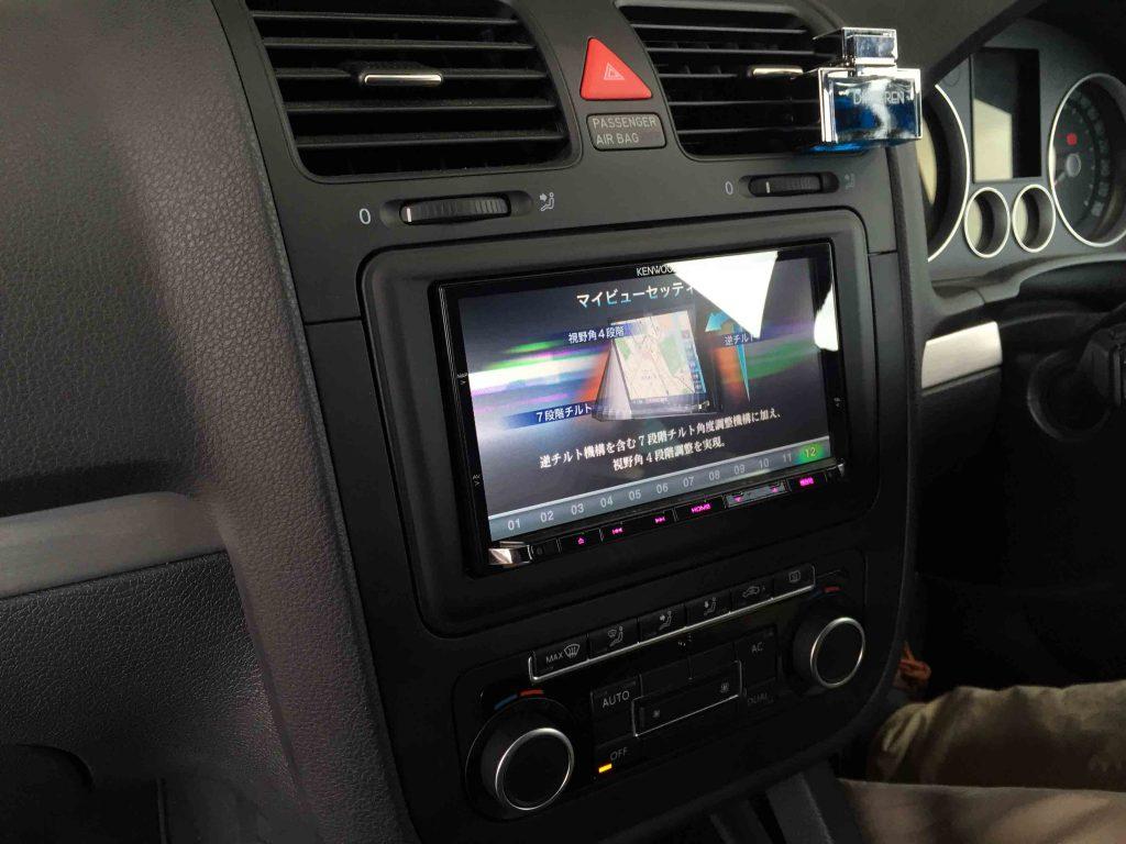 VWゴルフ5GTIへお客様持ち込み品のケンウッドカーナビを取り付けました。
