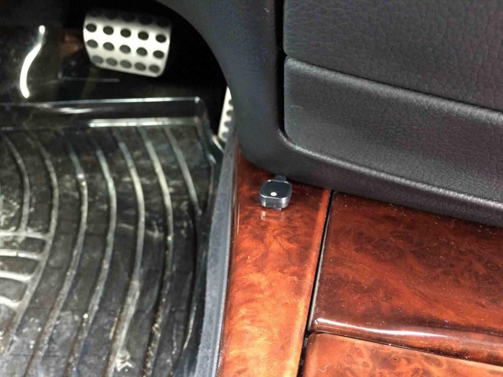 メルセデスベンツW212-SクラスTVキャンセラーのスイッチを設置