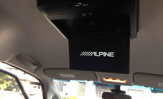 日産C26セレナへアルパインリアビジョンを取り付け、起動チェック