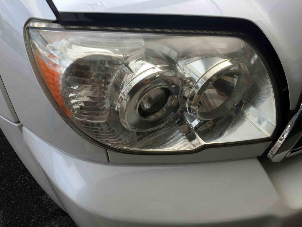 トヨタ215系ハイラックスサーフのヘッドライトレンズ劣化による黄ばみ