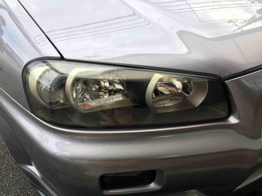 日産R34スカイラインGT-Rのヘッドライト劣化による黄ばみやくすみ、クラックが発生
