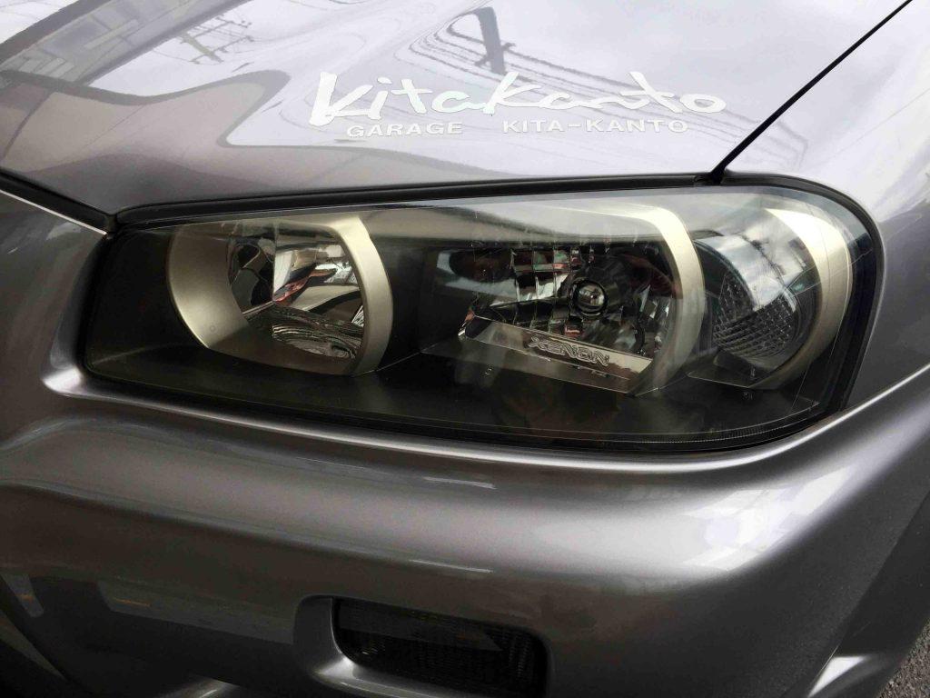 日産R34スカイラインGT-Rのヘッドライトが劣化し始めて全体にくすみが発生