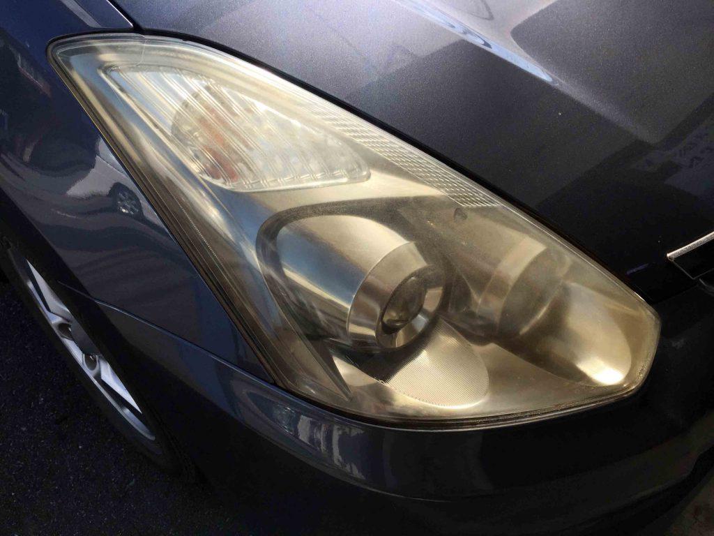 トヨタウィッシュのヘッドライトレンズ劣化で全体に黄ばみが発生