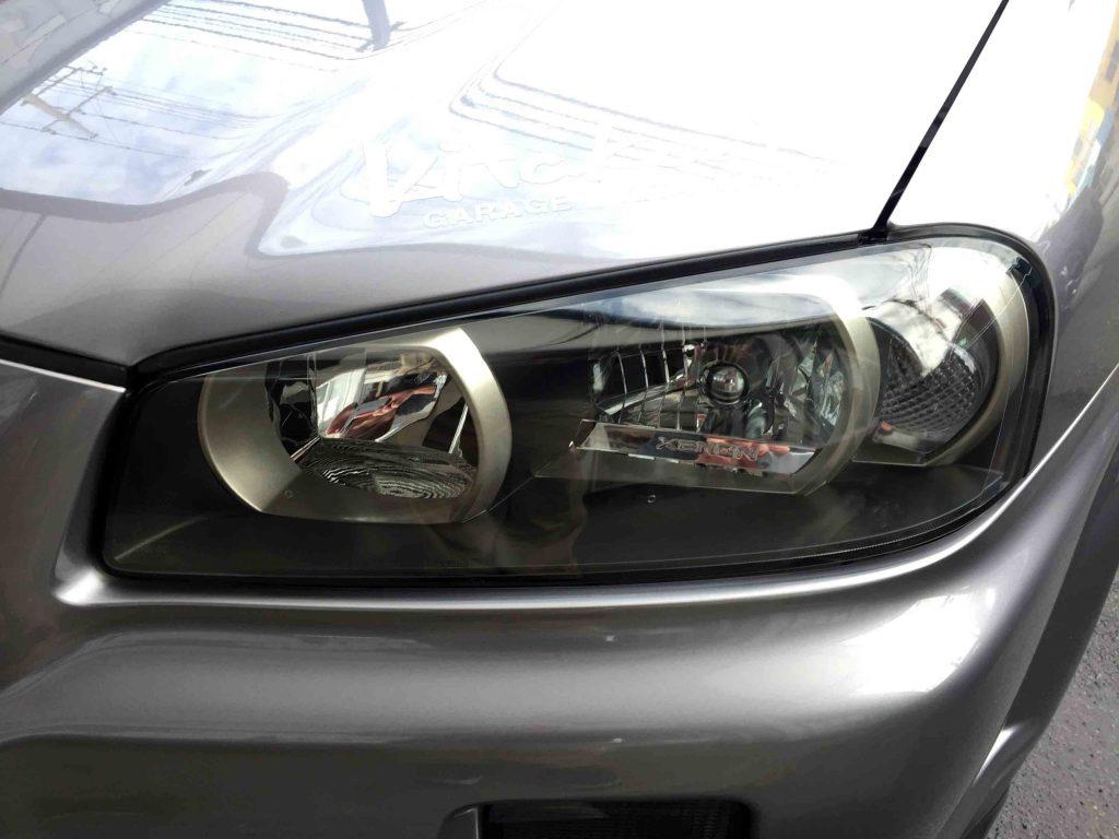 日産R34スカイラインGT-Rのヘッドライトリフレッシュ後、上部の黄ばみも無くなりクリアーに復活