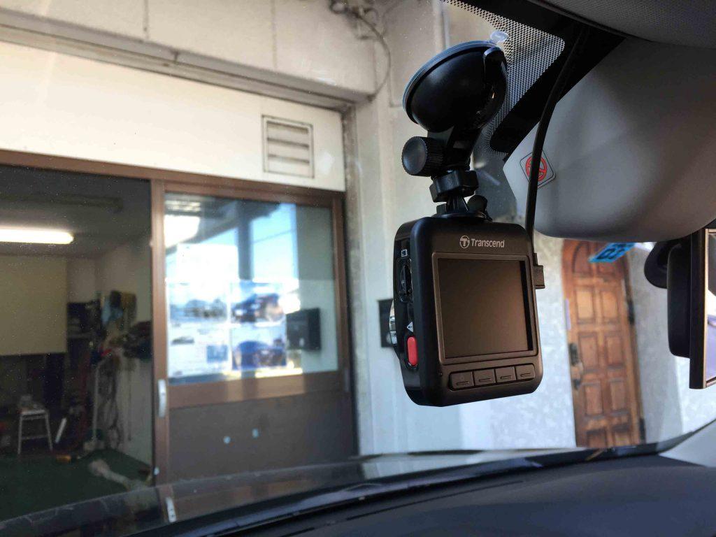 スバルアウトバックへ取り付けたトランセンドドライブレコーダー。