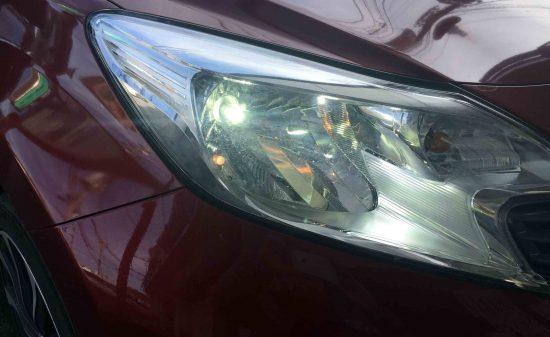 日産E12ノートのヘッドライトに3000ルーメンLED取り付け後の点灯画像
