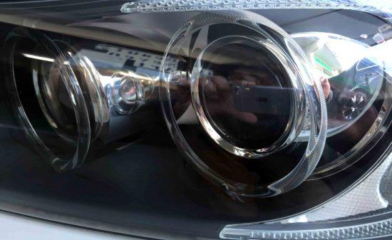 BMW E90 3シリーズの劣化し黄ばんだヘッドライトをリフレッシュし内部もくすみ無く綺麗な状態へ復活。