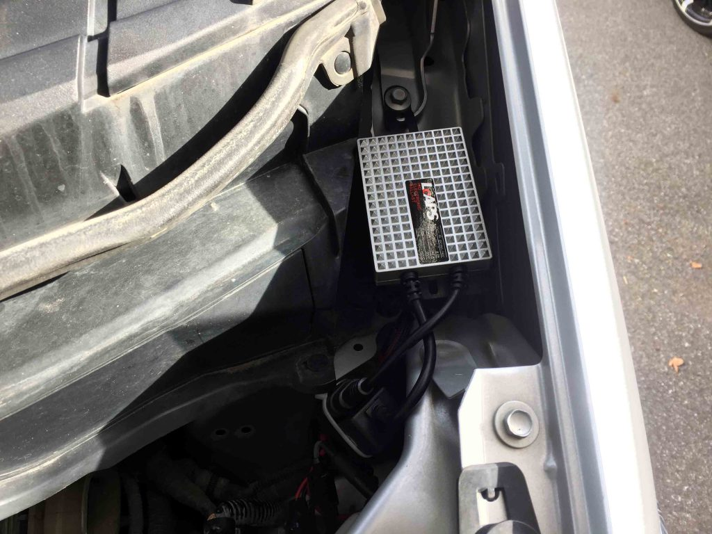 ホンダスパイクのヘッドライトを55W-HID化し助手側のバラストを固定。
