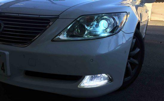レクサスLSのヘッドライトを55W化しフォグランプもHID化致しました。