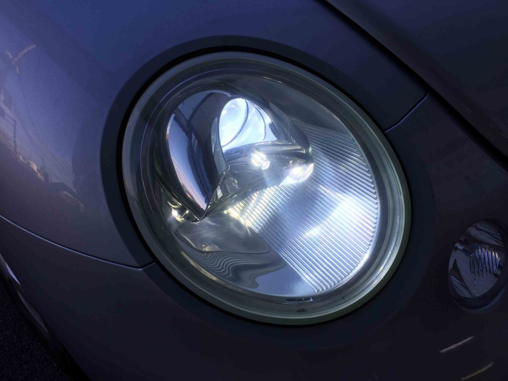 VW前期ニュービートルのLoビームヘッドライトをHID化しポジションランプをLED化。