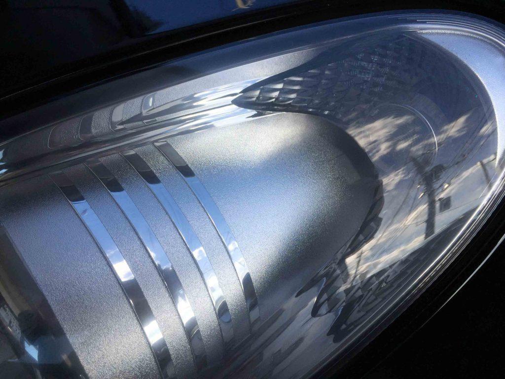 メルセデスベンツCLSのヘッドライトレンズリフレッシュ後クラックも目立たなくなりました。