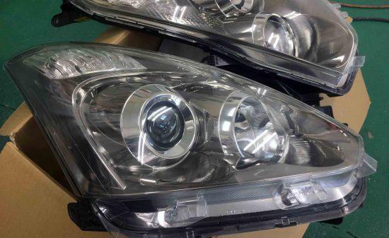 トヨタウィッシュの黄ばんだヘッドライトをリフレッシュしレンズの透明度もアップ。