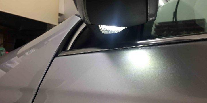 VWフォルクスワーゲンジェッタのウェルカムランプLEDバルブへ交換後の点灯状態。