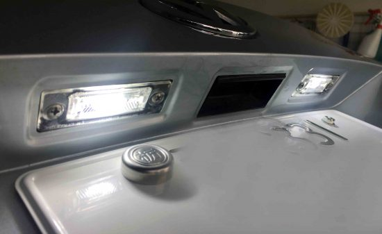 VWフォルクスワーゲンジェッタのライセンスランプをLED化し点灯。