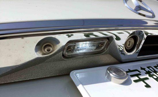 メルセデスベンツCLSのライセンスランプをCREEチップ3発LEDに交換