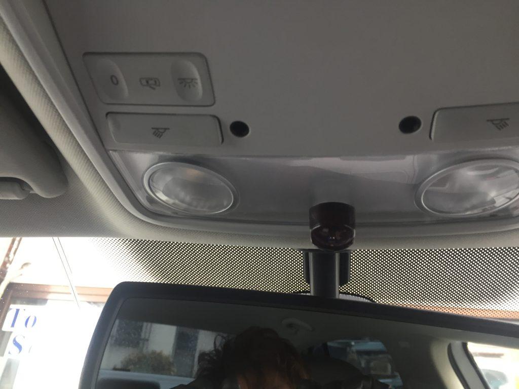 VWフォルクスワーゲンJETTAのルームランプ部分へ地デジチューナーリモコン受光部を取り付けました。