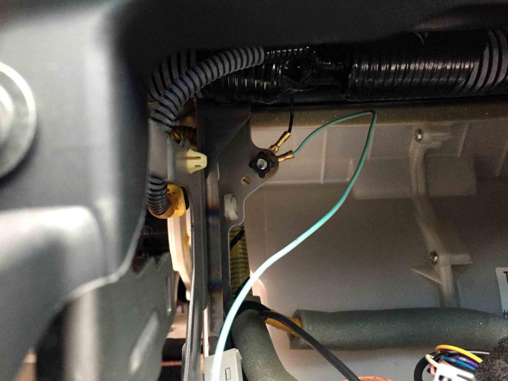 ホンダフィット純正ナビ装着車のナビTV操作可能にする配線をアースターミナルへ接続