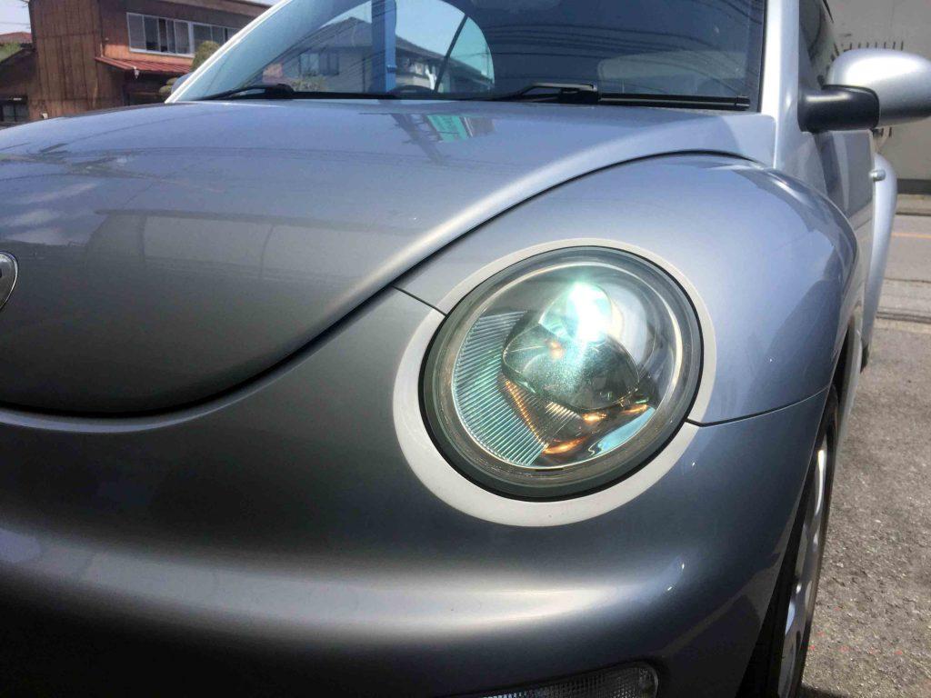 フォルクスワーゲン前期型ニュービートルのヘッドライトLoビーム側HID化後の点灯。