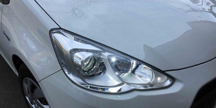 トヨタアクアのヘッドライトLoビームへ4000Lm-LEDヘッドライトバルブ点灯状態。